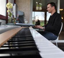 David Manneveau, auteur de chanson, parolier
