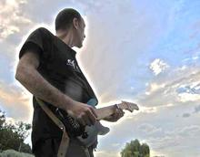 Rv => Hervé JULIEN : Guitariste Compositeur, musicien, Cours, Producer.